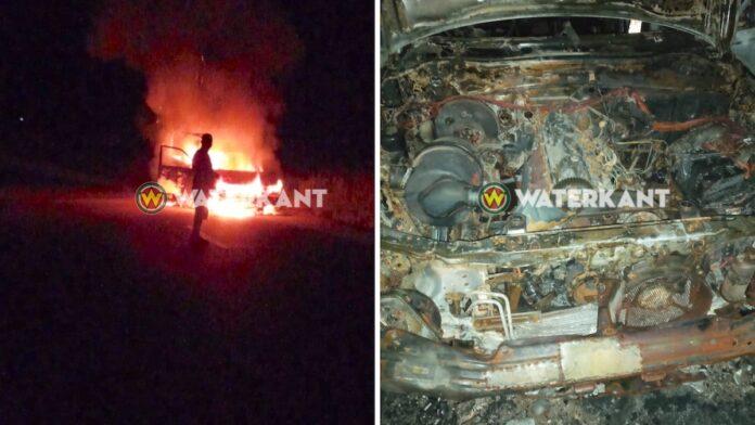 Auto oud-militair in vlammen opgegaan