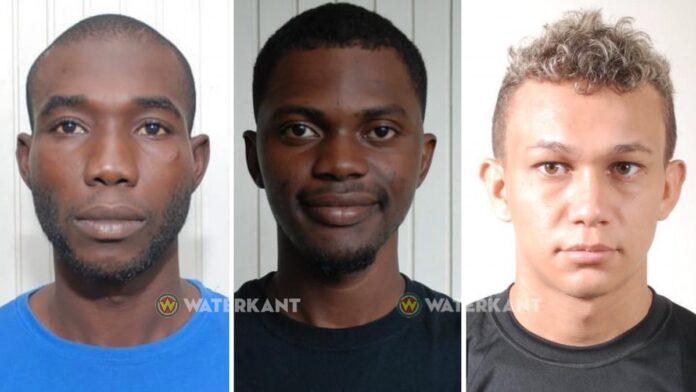 Foto's van drie ontvluchte arrestanten die besmet zijn met coronavirus