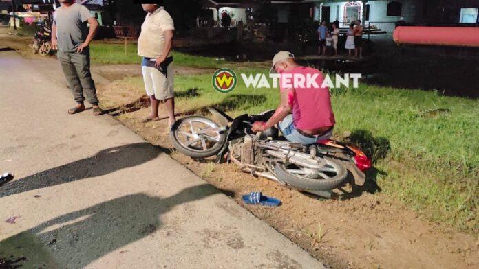 Bromfietser botst tegen hond en loopt flinke verwondingen op