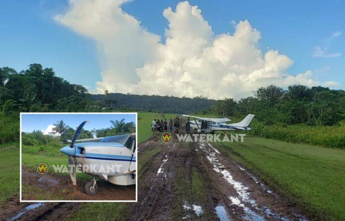 Vliegtuig loopt schade op bij opstijgen op drassige baan