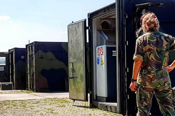 Vliegtuig Nederlandse Defensie met coronahulpmiddelen voor Suriname vertrokken