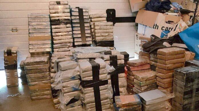 vondst 3.000 kilo cocaïne en 11 miljoen euro in boerderij