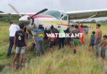 Vliegtuig tijdens opstijgen van de baan geraakt