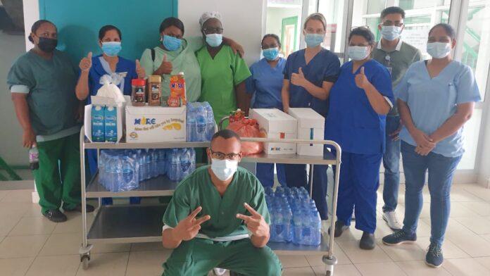 Uitvaartbedrijf Hamdard waardeert gezondheidswerkers met pakketten