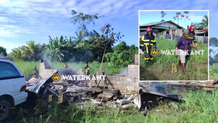 Bejaarde bewoner loopt brandwonden aan armen op bij woningbrand