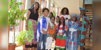 Elle, Djompo-foetoe en Djoel tijdens Keti Koti op de Shri Laksmi School