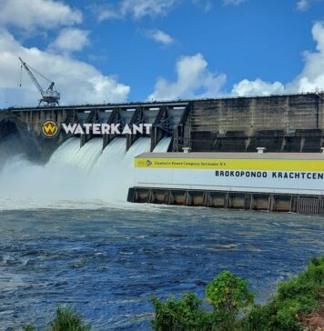 5 spuikleppen stuwdam open; wateroverlast in dorpen
