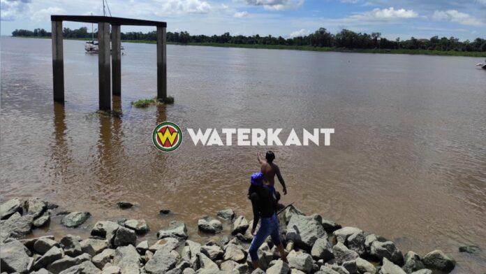 Jongeman verdwijnt in diepte tijdens zwemmen in Surinamerivier