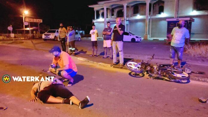Racende bromfietser ernstig gewond bij ongeluk Indira Gandhiweg