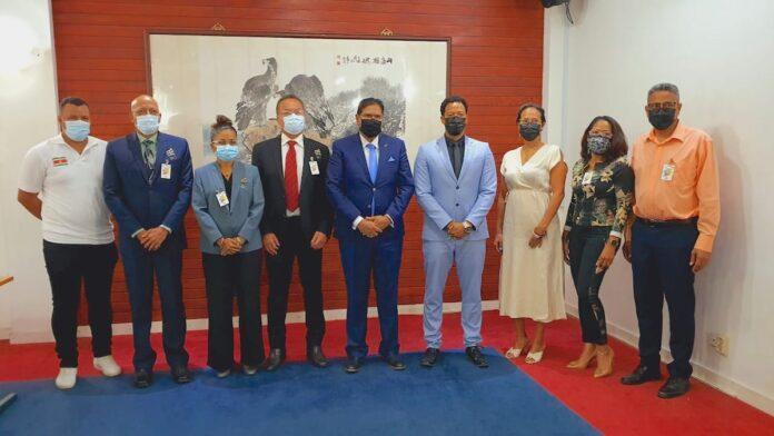 Delegatie Surinaams Olympisch Comité bezoekt president