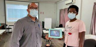 Schoolleiders binnenland ontvangen tablets van ministerie om contact te versterken