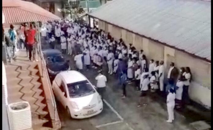 VIDEO: Actievoerders 's Lands Hospitaal blokkeren verkeer