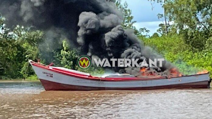 Één persoon gewond bij brand op vissersboot