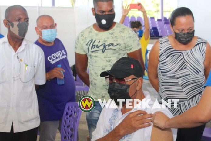 NDP-voorzitter Desi Bouterse gevaccineerd met Sinopharm