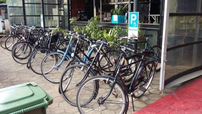Rotary Clubs Suriname en Nederland doen een fietsenproject.