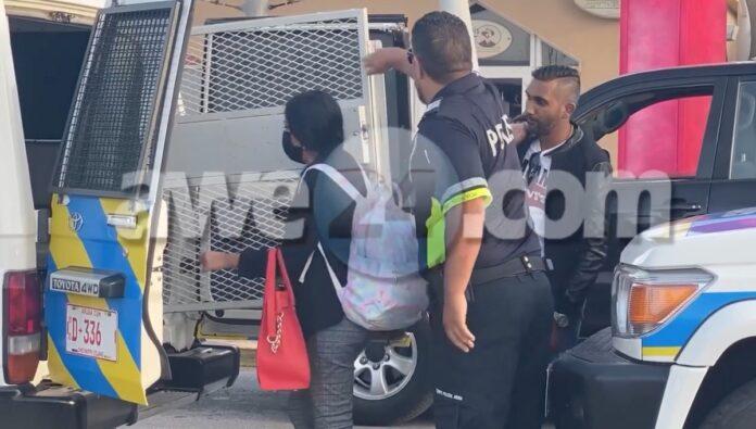 VIDEO: Surinamers op Aruba aangehouden met groot bedrag in US dollars