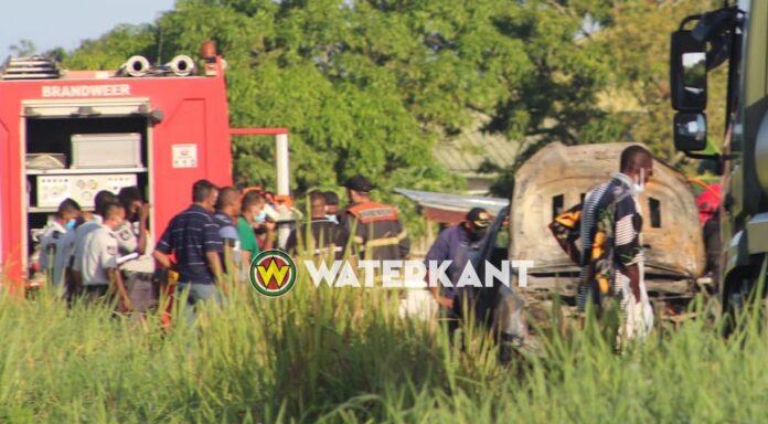Verkoolde lichamen in afgebrand voertuig aangetroffen