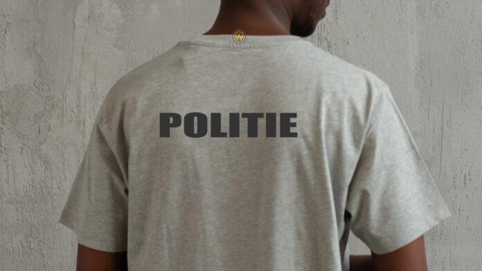 Shirt met opdruk 'POLITIE' aangetroffen bij verdachte zoon van oud-inspecteur