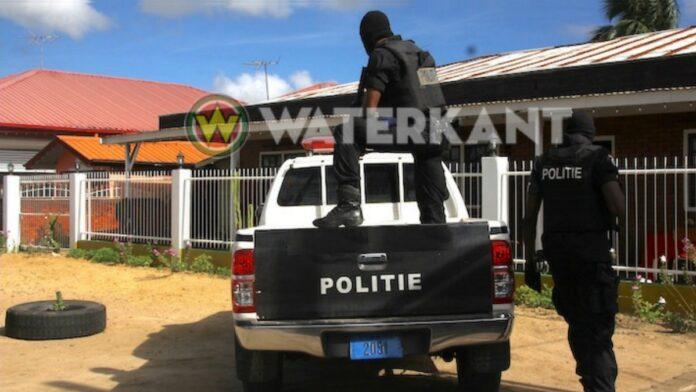 politie-zware-manschappen-in-actie-suriname