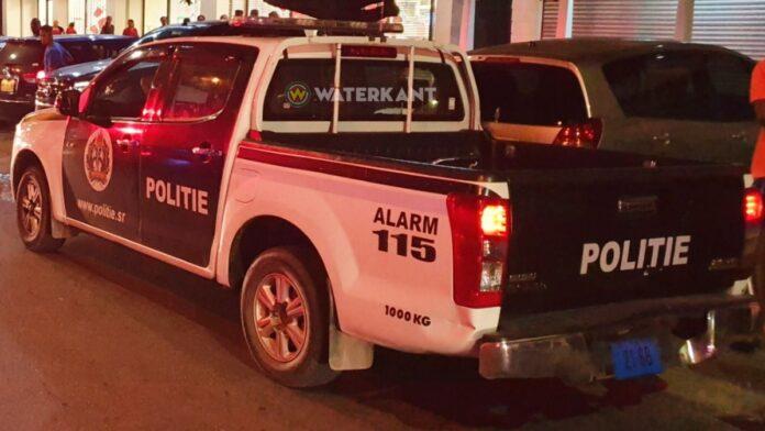 politieauto-op-locatie-suriname
