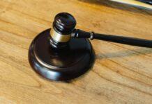 rechtzaak-rechter-groene-tafel