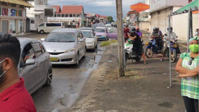 Vlotte start drive-thru en walk-in vaccinatie prikdag in Nickerie