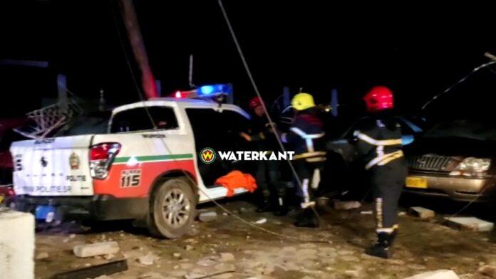 zwaar verkeersongeval politievoertuig aan de Kwattaweg Suriname