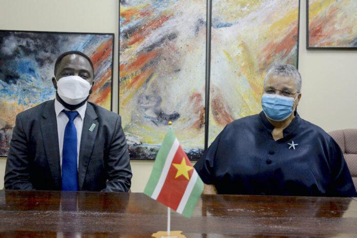 Minister Levens ontvangt scheidende Unicef-vertegenwoordiger