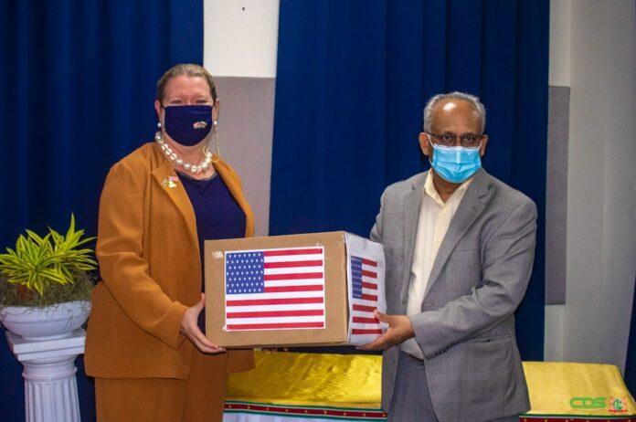 Pfizer-vaccins uit VS officieel overgedragen aan Suriname