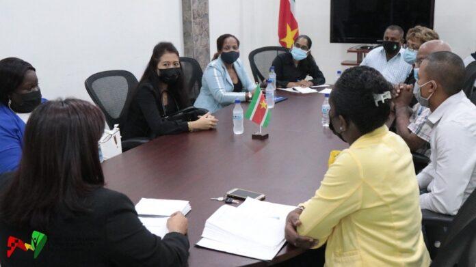 Raad van Coöperatiewezen geïnstalleerd door minister van Arbeid