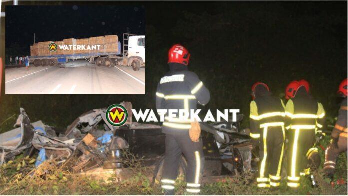 Twee doden bij aanrijding tussen auto en trekker te Paranam-foto2
