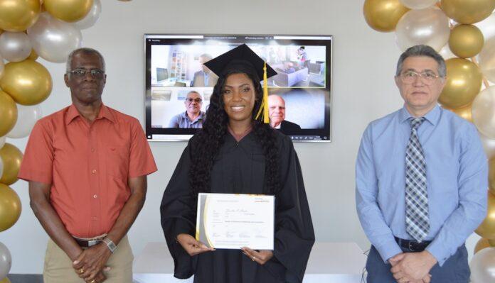 Studenten Hogeschool van Suriname ontvangen diploma