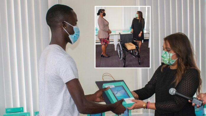 First lady doet donaties aan burgers en organisaties
