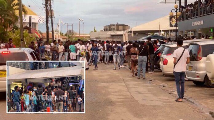VIDEO: Verbazing om drukte bij mall; vechtpartij uitgebroken