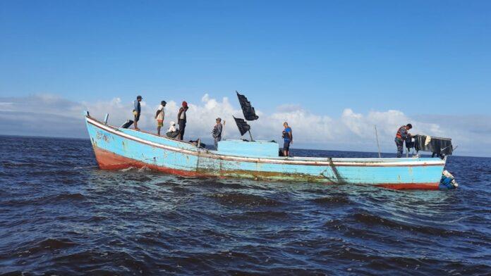 Illegale vissersboten onderschept door Kustwacht Suriname