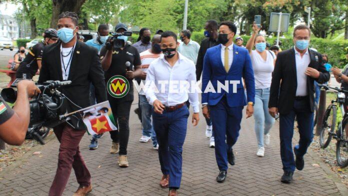 VIDEO: Jaïr Tjon En Fa op bezoek bij Surinaamse president