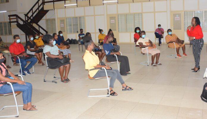 Leiding MinOWC ontmoet schoolleiders en leerkrachten van het binnenland