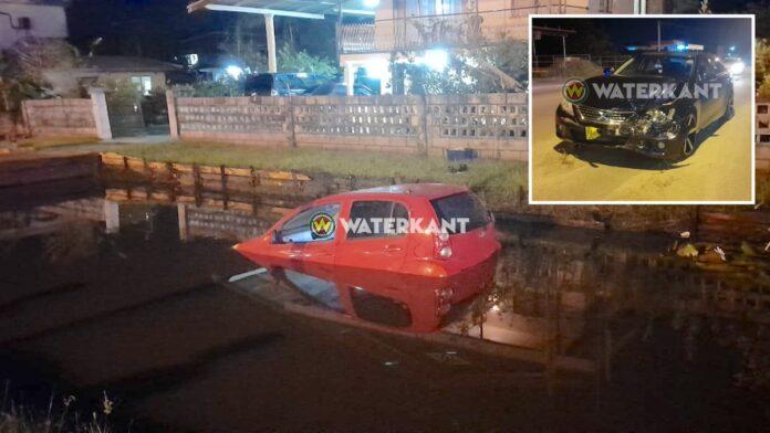 Mark X ramt voorrijder het water in tijdens lockdown