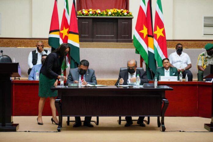 Suriname en Guyana tekenen twee samenwerkingsovereenkomsten