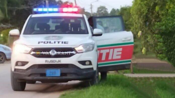politieauto-zwaai-aan-op-pd