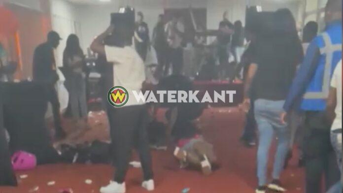Man zwaargewond na schietpartij op feestje in Amsterdam Zuidoost