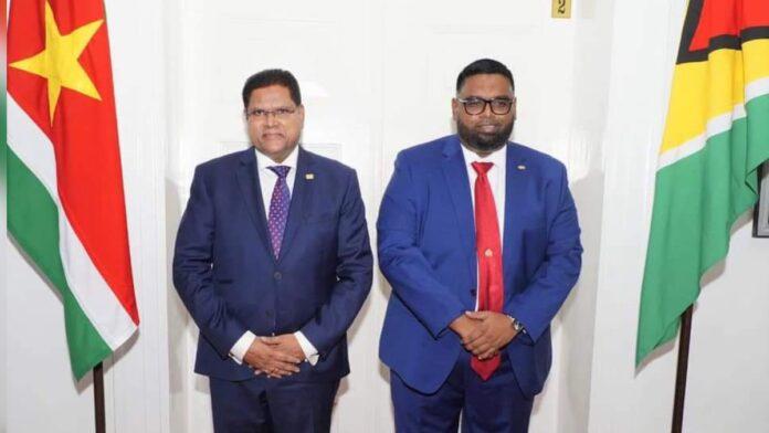 President Santokhi voor vrij brede politieke consultatie naar Guyana