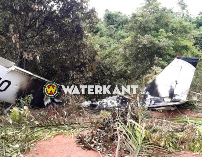 Uitgebrand vliegtuig aangetroffen te Moengotapoe