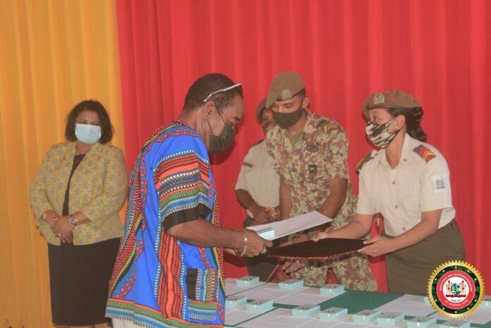 Defensie Suriname huldigt 60 gepensioneerden