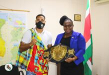 Kersverse wereldkampioen Donovan Wisse bezoekt minister Emanuël