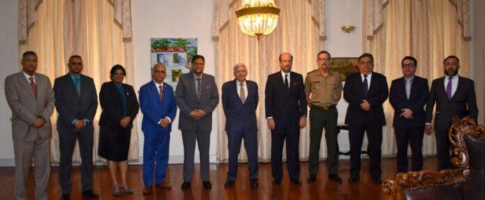 President ontvangt Braziliaanse legertop