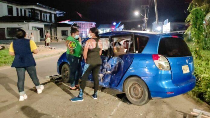 Vrouw bekneld in auto na aanrijding met terreinwagen