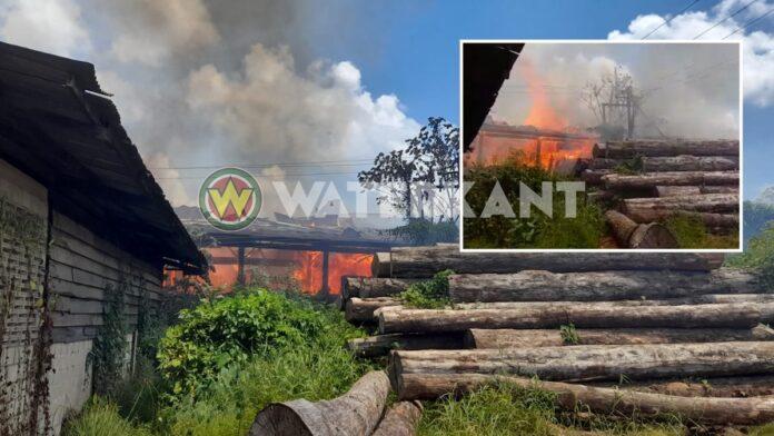 VIDEO: Brand bij houtmarkt aan de Duisburglaan