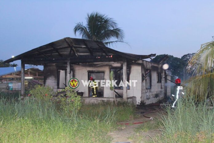 Woning Hannaslustweg geheel verwoest door brand
