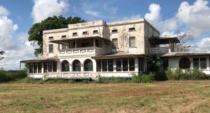 VIDEO: Surinaamse première Casa Blanca in voormalige bauxietstadje Moengo